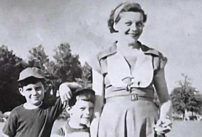 Ствен Кинг с матерью и братом